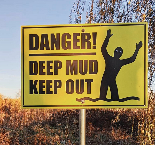 Funny Signs Mud keep out